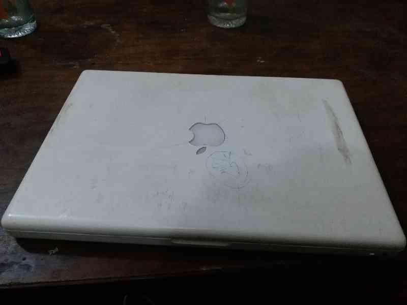 Apple MacBook 13 inch