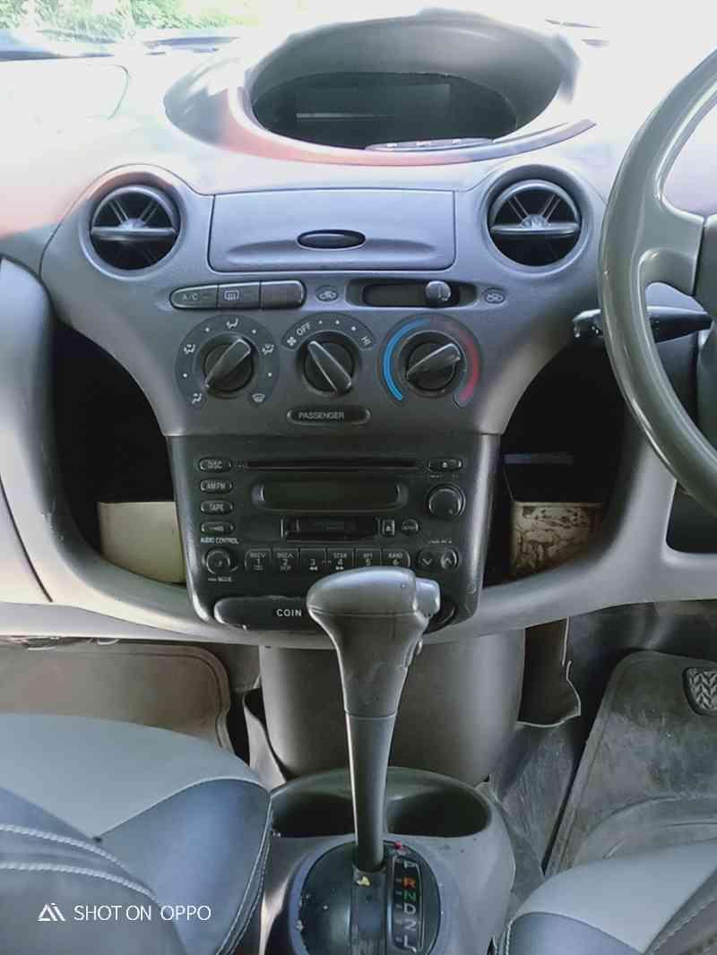 vitz 2001
